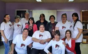 Un grupo de mujeres recibe en Siero el diploma del proyecto 'Empodérate II'