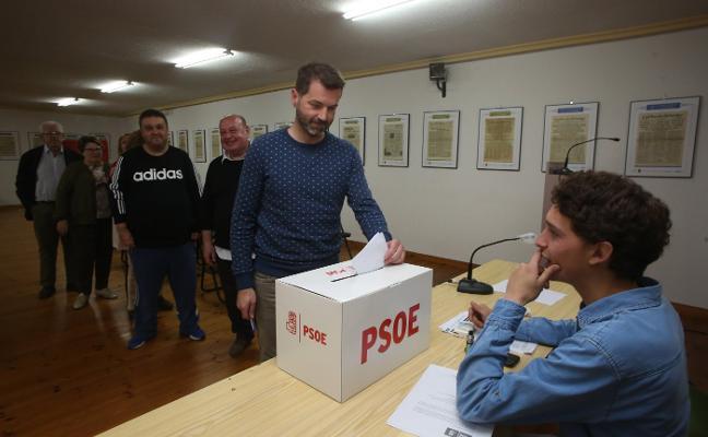 IU, PSOE y Podemos sellan el que será el primer gobierno tripartito de Castrillón