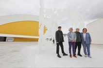 La familia Genovés, reunida en el Niemeyer