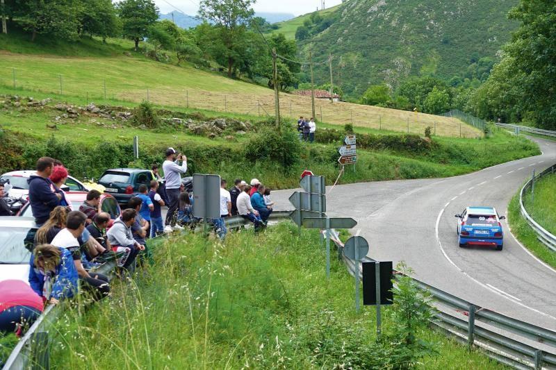 El Rally Picos de Europa toma las curvas de la comarca oriental