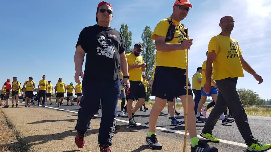 Cuarta etapa de la 'Marcha del Alumnio', en imágenes