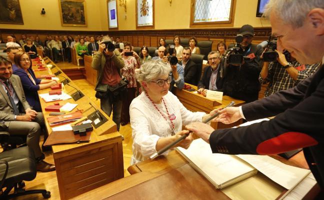 Ana González promete una Alcaldía «de diálogo» pero con «la línea roja en la extrema derecha»