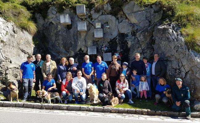 Homenaje a los rescatadores fallecidos en el Lago Enol