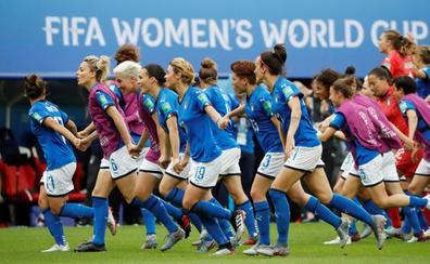 Brasil e Italia, reyes del fútbol masculino, saborean el fervor del femenino