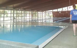 Cangas del Narcea reabre su piscina once meses después de la explosión