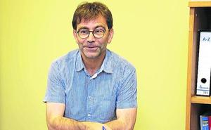El nuevo alcalde de Cabrales traslada su despacho «a pie de calle»