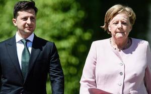 Preocupación por los temblores de Merkel durante un acto oficial