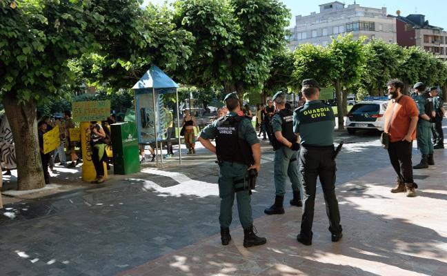 Piden una multa de 1.620 euros por okupar La Casona de Ronzón, en Lena