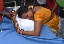 Mueren más de 100 niños por un brote de encefalitis en la India