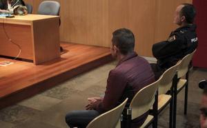 El acusado de robar tres pisos en Oviedo acepta dos años y seis meses de cárcel