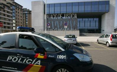 Detenido un camarero de 65 años por vender hachís a sus clientes en Gijón