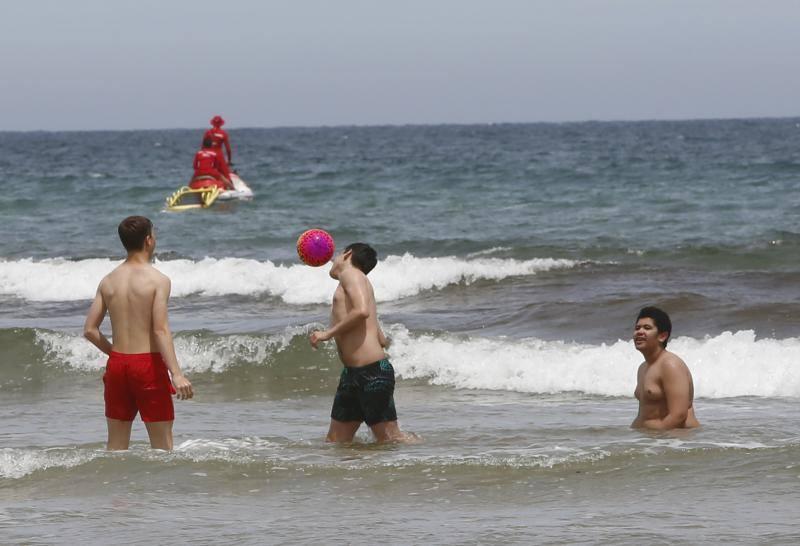 Asturias inaugura el verano en la playa
