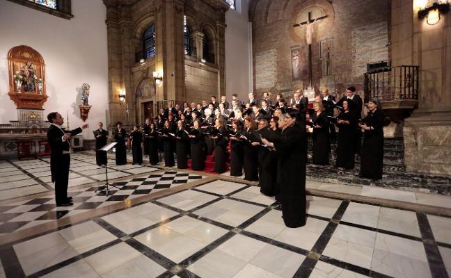 El Coro de la Fundación deleita al público gijonés