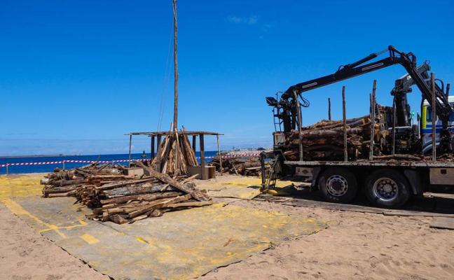 Veinte toneladas de madera prenderán la mecha al verano en la noche de San Xuan