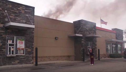 «Quiero mi hamburguesa, me da igual que el local se esté quemando»