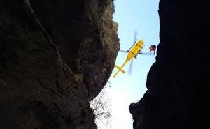 El espectacular rescate de un montañero que cayó por una grieta cerca del Urriellu