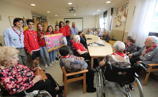 Voluntarios del cariño a los mayores
