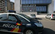 Un joven herido, arrestado en el Hospital de Jove por robar el móvil a la médica que le atendió en un centro de salud de Gijón