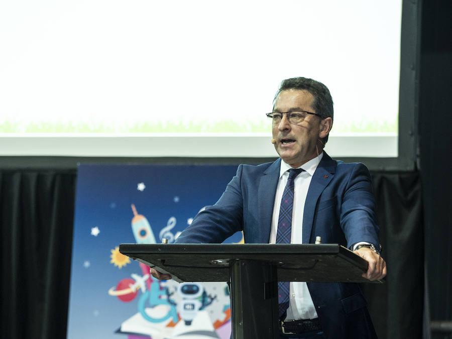 Genaro Alonso valora de manera «positiva» su labor al frente de Educación