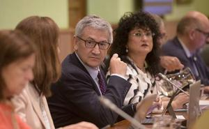 El rector asegura que la exigencia «muy férrea» de cumplir la regla de gasto «limita» a la Universidad
