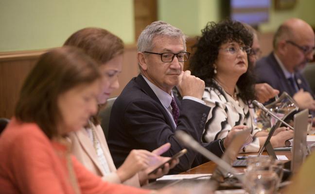 El rector dice que cumplir la regla de gasto «lastra» el crecimiento de la Universidad