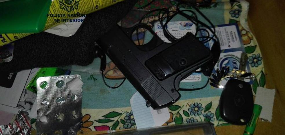 Detenido por el atraco con arma de fuego y un gran cuchillo en un supermercado en Oviedo