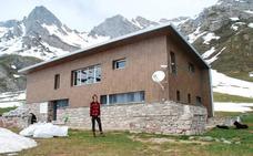 La guardiana de las Ubiñas: «Echo de menos hablar en la montaña»