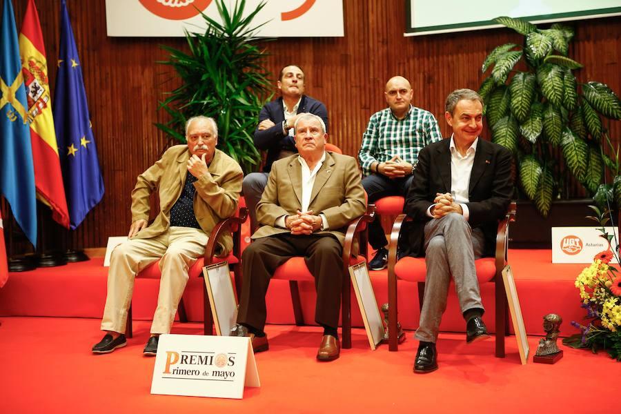 Zapatero recibe la insignia de oro de UGT Asturias