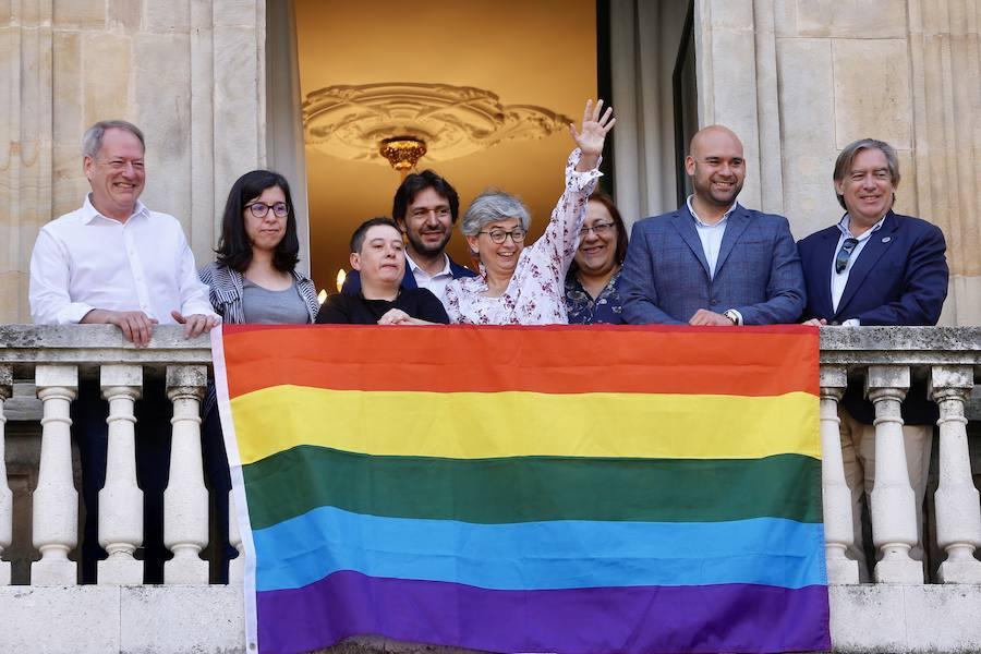 La bandera arcoíris ondea en Asturias