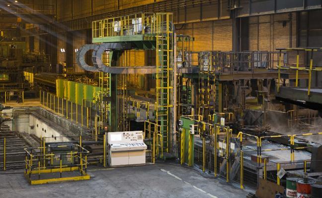 Arcelor prescindirá de 200 empleos en Gijón y amenaza con el cierre de la sección de largos
