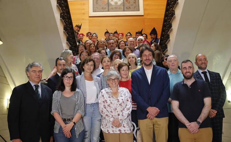 Reconocimiento a los profesores jubilados en el Ayuntamiento de Gijón