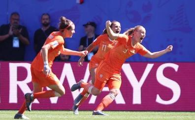 Holanda certifica el pase en los últimos veinte minutos