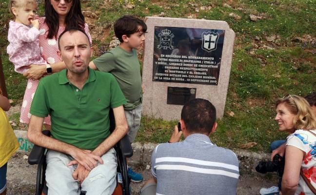 El alto de L'Angliru exhibe la placa que recuerda la gesta de José Luis Capitán