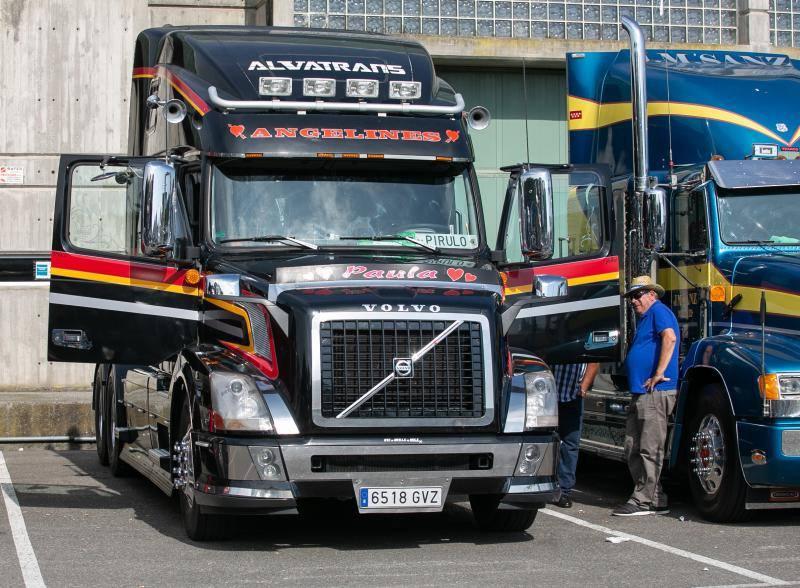 Miles de personas asisten a la exhibición de camiones de la Pola