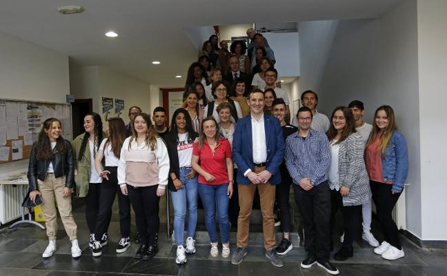 Entrega de diplomas a los treinta participantes de 'Oviedo thinks Young'