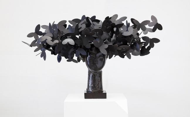 Manolo Valdés lleva su alma de hierro y papel a la gijonesa galería Cornión