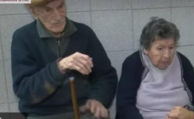 La pareja de ancianos argentinos que fue abandonada en un bar por uno de sus hijos encuentra un nuevo hogar