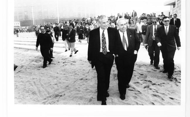 Una plataforma propone dedicar a Tini Areces el paseo de la playa de Poniente