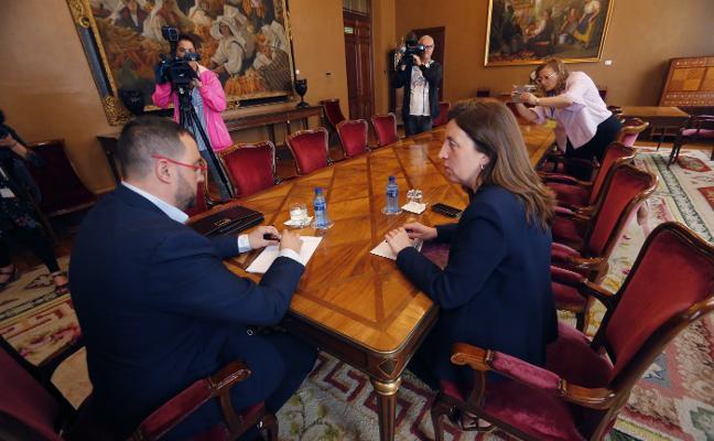 El PSOE busca el apoyo de Podemos a la investidura de Barbón con dieciocho medidas