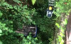 Herido de consideración tras despeñarse con su coche por un desnivel de siete metros en Valdés