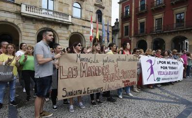 Concentraciones de apoyo a la víctima de la 'manada' de Manresa: 'Las manadas son el sistema'