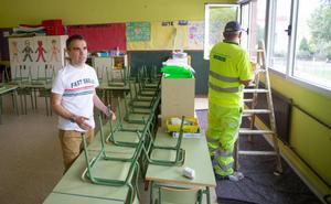 El Ayuntamiento de Corvera acometerá un centenar de reparaciones en los colegios del concejo