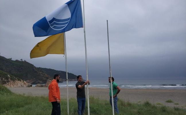 Valdés iza el azul en sus playas