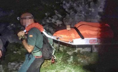 Siete horas de operativo para evacuar a una mujer herida y a su hija en Picos