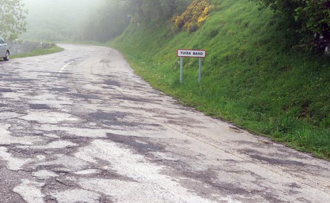 Siete empresas optan a pavimentar contra reloj la carretera de La Cubilla