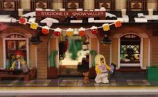 Los muñecos de Lego, de vacaciones en Gijón