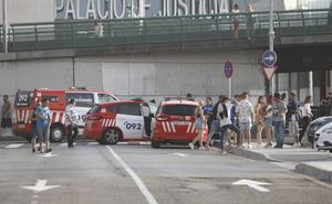Cuatro detenidos en Gijón tras una trifulca de un grupo de personas ebrias contra la Policía