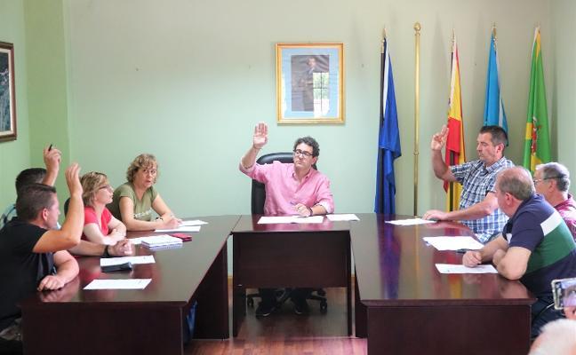 El alcalde forista de Amieva se baja el sueldo un 12,5% hasta los 26.250 euros