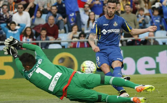 Sporting | Álvaro Vázquez refuerza el gol