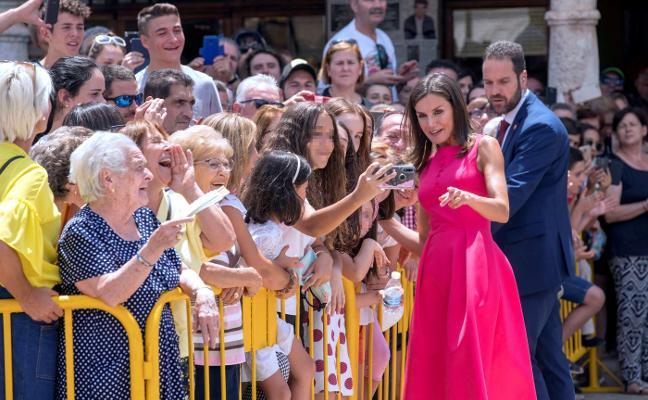 Aplausos para la Reina el día de sus premios en Almagro